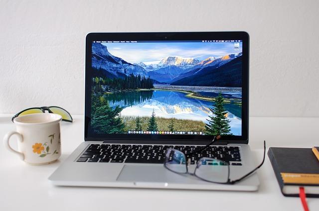 otevřený počítač