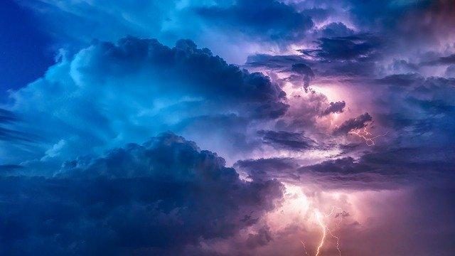blesky, mraky