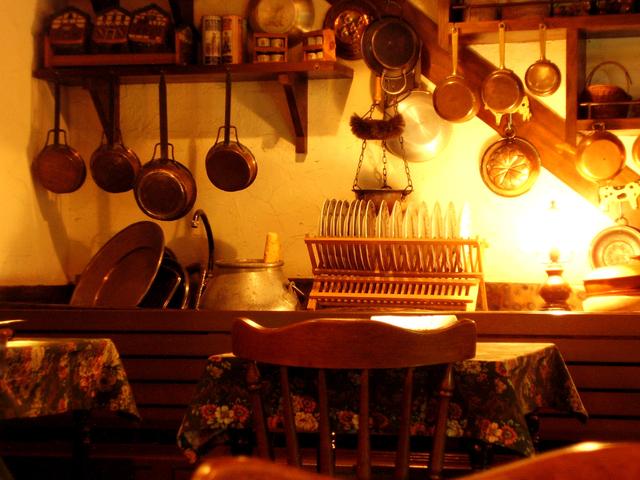 velice útulná kuchyňka na chatě.jpg