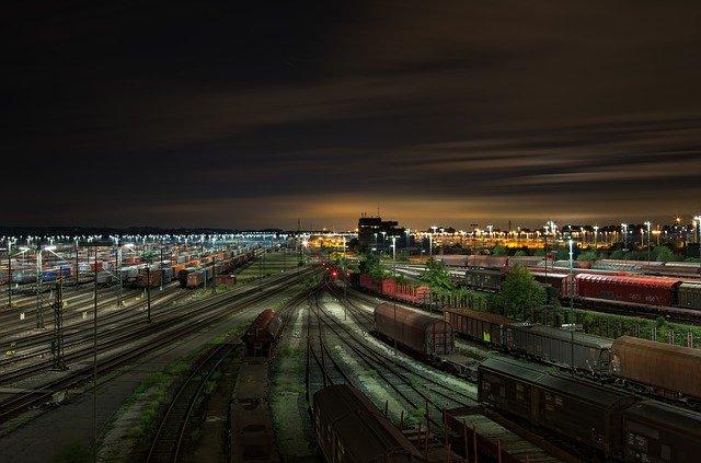 railway-station-1363771_640